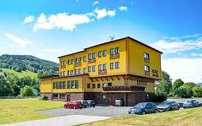 0% Jeseníky: 2–6 denní pobyt pro DVA v Hotelu Zlatý…