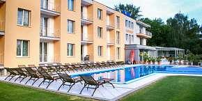 -358% Léto přímo u Sĺňavy v apartmánech s polopenzí a 2…