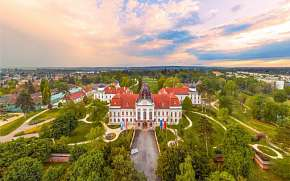 0% Maďarsko: 3–8  denní pobyt pro DVA u zámku…