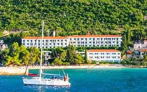 0% Chorvatsko: Jižní Dalmácie přímo u pláže v Hotelu…