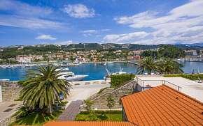 0% Chorvatsko: Historické město Rab u pláže v Hotelu…